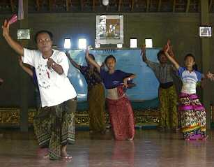 Balinese dance lesson